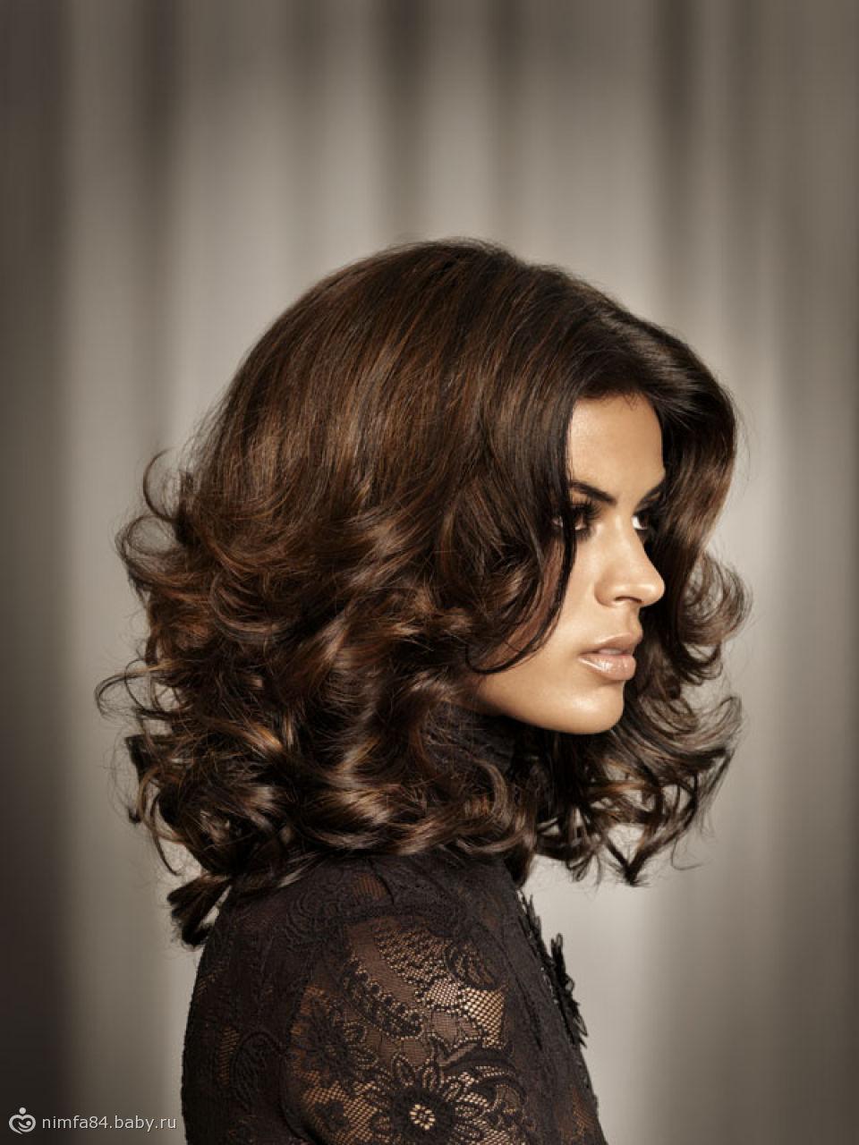 Модные прически с кудрями на средние волосы фото